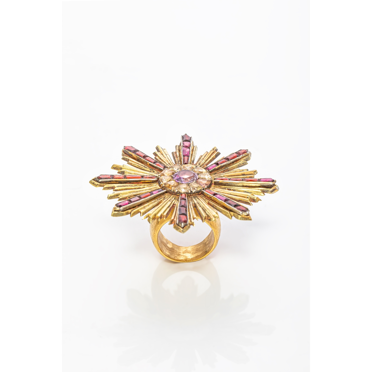 UNIQUE RING WITH A SUMPTUOUS BAROQUE BROOCHE