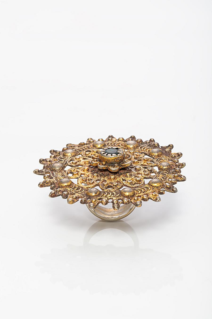 RING WITH A BAROQUE BROOCHE