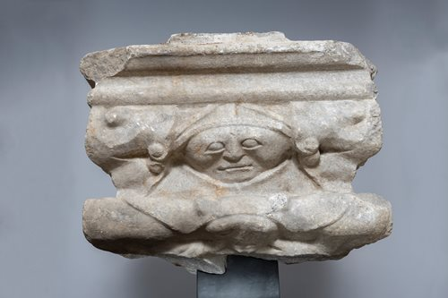 CIRCLE OF THE MAURINS BROTHERS WORKSHOP -  DESCORATED CAPITAL FROM A CLOISTER