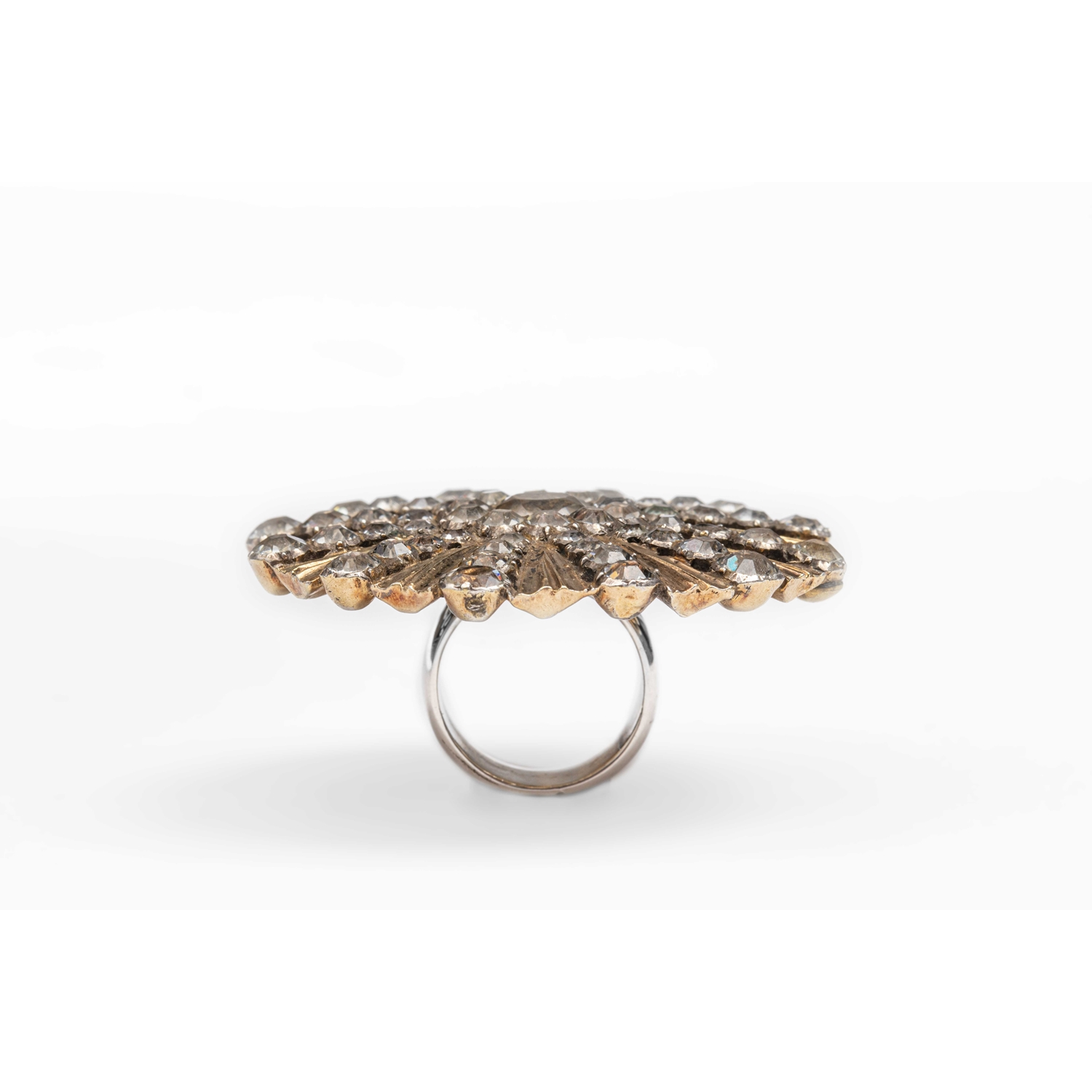 UNIQUE RING WITH A BAROQUE BROOCHE