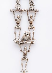 UNIQUE BROOCHE COMPOSED OF A VICTORIAN CHATELAINE ELEMENT