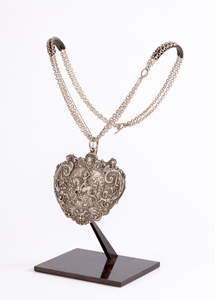 PENDANT WITH A RARE FRENCH NEO-RENAISSANCE PLAQUE AFTER A MODEL FROM THE ECOLE DE FONTAINEBLEAU